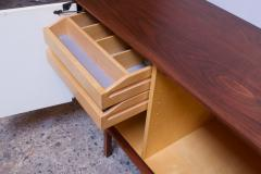 Florence Knoll Vintage Florence Knoll White Lacquer and Walnut Credenza Cabinet Model 541 - 1210247