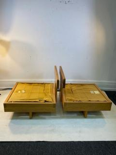 Frank Lloyd Wright MODERN ARCHITECTURAL PAIR OF CHAIRS IN THE MANNER OF FRANK LLOYD WRIGHT - 1640507