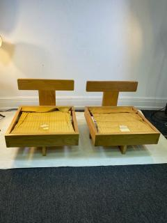 Frank Lloyd Wright MODERN ARCHITECTURAL PAIR OF CHAIRS IN THE MANNER OF FRANK LLOYD WRIGHT - 1640508