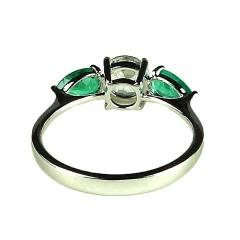 Gemjunky Silver Topaz and Emerald Cocktail Ring - 1714960