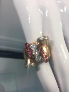 Glamorous 1940s Retro 14 Karat Diamond and Ruby Ring - 541550