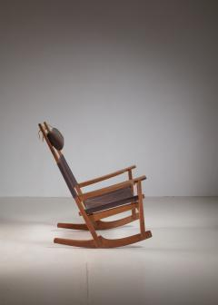 Hans Wegner Hans Wegner key hole rocking chair in original brown leather - 950027