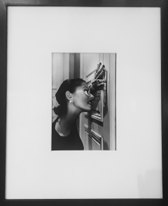 Helmut Newton Heather Looking Through A Keyhole 1994 - 499988