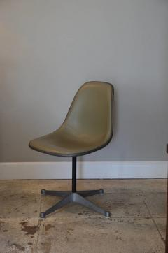 Herman Miller Set of Three Vintage Swiveling Chairs by Eames for Herman Miller - 973984