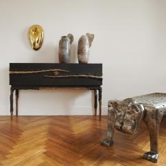 Hoon Moreau LA GRIFFE DU TEMPS I Bronze and sculpted oak cabinet 2017  - 1983462