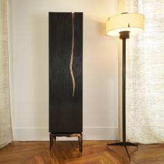 Hoon Moreau LA GRIFFE DU TEMPS II Bronze and sculpted oak cabinet - 1983476