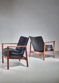 Ib Kofod Larsen Ib Kofod Larsen Pair Elizabeth Lounge Chairs Denmark 1970s - 926135