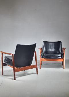 Ib Kofod Larsen Ib Kofod Larsen Pair Elizabeth Lounge Chairs Denmark 1970s - 926137