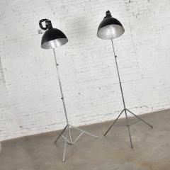 Industrial pair of photographers floor lights tripod base aluminum steel - 1693053