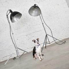 Industrial pair of photographers floor lights tripod base aluminum steel - 1693055