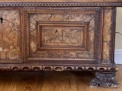 Italian 17th century Walnut Cassone - 1826794