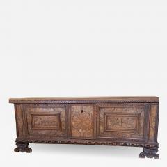 Italian 17th century Walnut Cassone - 1827134