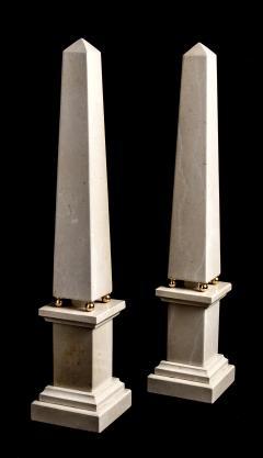 Italian 20th Century Pair of Cream Marble Obelisks with Gold Bronze Spheres - 1857393