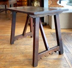 Italian Walnut Occasional table Circa 1760 - 1633955