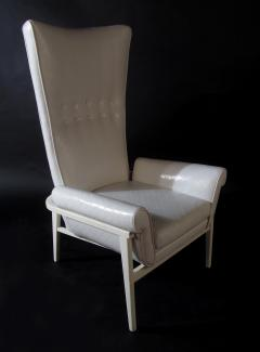 James Mont American Modern High Back Button Tufted White Lacquer Lounge Chair James Mont - 1387748