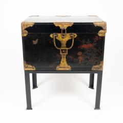 Japanese lacquered trunk on stand - 1934602