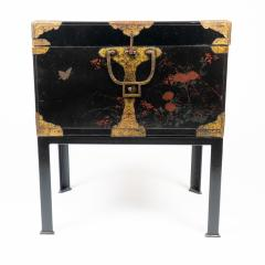 Japanese lacquered trunk on stand - 1934606