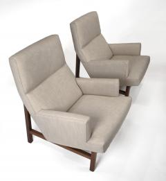 Jens Risom Jen Risom Floating Lounge Chairs in Walnut Cradle Frames with Linen Upholstery - 2124343
