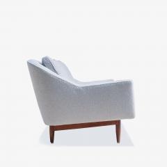 Jens Risom Jens Risom Model 2516 Sofa in Fog Gray Boucl with Walnut Base - 2022255