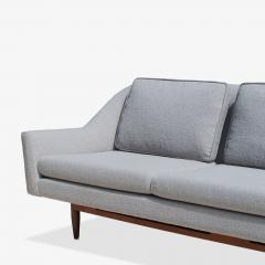 Jens Risom Jens Risom Model 2516 Sofa in Fog Gray Boucl with Walnut Base - 2022261