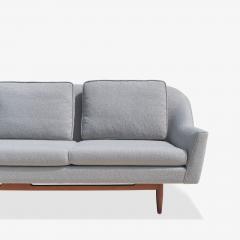 Jens Risom Jens Risom Model 2516 Sofa in Fog Gray Boucl with Walnut Base - 2022262