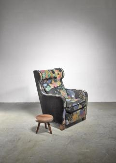 Josef Frank Modernist wingback chair with Josef Frank upholstery - 1327671
