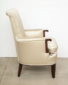 Jules Leleu Elegant pair of satin and walnut armchairs by Jules Leleu - 1397659