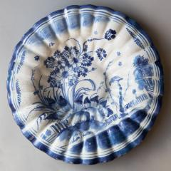 LATE 17TH CENTURY CIRCULAR FRUIT DISH WITH FLUTED EDGES - 690878
