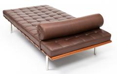 Ludwig Mies Van Der Rohe Barcelona Chaise Couch in Brown Leather by Ludwig Mies van der Rohe - 1169627