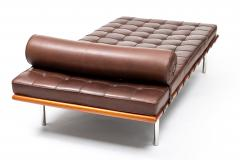 Ludwig Mies Van Der Rohe Barcelona Chaise Couch in Brown Leather by Ludwig Mies van der Rohe - 1169629