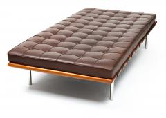 Ludwig Mies Van Der Rohe Barcelona Chaise Couch in Brown Leather by Ludwig Mies van der Rohe - 1169631
