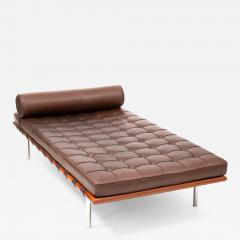 Ludwig Mies Van Der Rohe Barcelona Chaise Couch in Brown Leather by Ludwig Mies van der Rohe - 1181541
