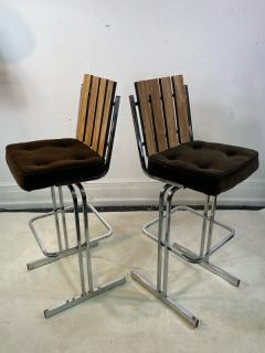 MODERNIST PAIR OF SLATTED CHROME SWIVEL BAR STOOLS - 1961328