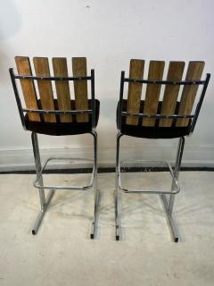MODERNIST PAIR OF SLATTED CHROME SWIVEL BAR STOOLS - 1961329