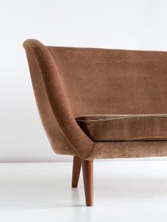 Maija Liisa Komulainen Maija Liisa Komulainen Asymmetrical Sofa in Velvet and Beech Finland 1950s - 1609786