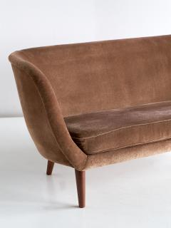 Maija Liisa Komulainen Maija Liisa Komulainen Asymmetrical Sofa in Velvet and Beech Finland 1950s - 1609789