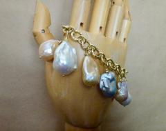 Michael Kneebone Michael Kneebone Baroque Colored Pearl 18 Karat Gold Charm Bracelet - 1021719