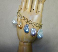 Michael Kneebone Michael Kneebone Baroque Colored Pearl 18 Karat Gold Charm Bracelet - 1021723