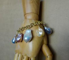 Michael Kneebone Michael Kneebone Baroque Colored Pearl 18 Karat Gold Charm Bracelet - 1021727