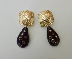 Michael Kneebone Michael Kneebone Black Diamond Ebony 18k Gold Petroglyph Dangle Earrings - 1290270