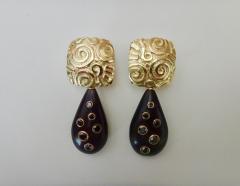 Michael Kneebone Michael Kneebone Black Diamond Ebony 18k Gold Petroglyph Dangle Earrings - 1290280