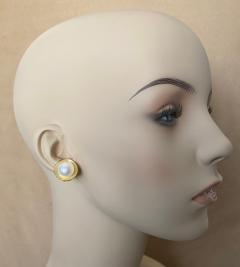 Michael Kneebone Michael Kneebone Button Pearl 18k Yellow Gold Button Earrings - 1467361