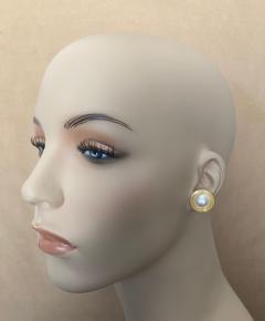 Michael Kneebone Michael Kneebone Button Pearl 18k Yellow Gold Button Earrings - 1467378