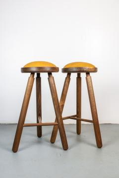 Micheal Rozell Pair of Michael Rozell Studio Bar Stools Figured Walnut and Leather - 1460291