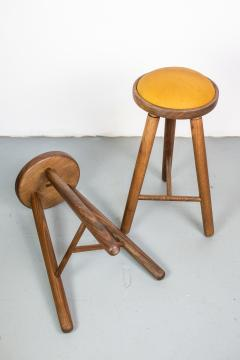 Micheal Rozell Pair of Michael Rozell Studio Bar Stools Figured Walnut and Leather - 1460293