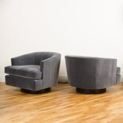 Milo Baughman A pair of Mid Century barrel back swivel chairs in the manner of Milo Baughman - 2033539