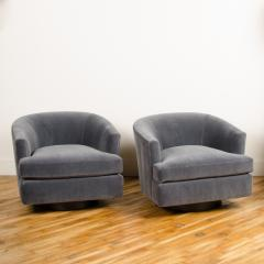 Milo Baughman A pair of Mid Century barrel back swivel chairs in the manner of Milo Baughman - 2033545