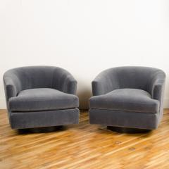 Milo Baughman A pair of Mid Century barrel back swivel chairs in the manner of Milo Baughman - 2033547