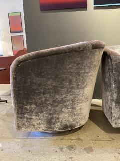 Milo Baughman Pair of Milo Baughman Swivel Lounge Chairs - 1946984