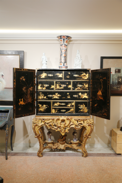 Mobile secretary in black lacquer painted in chinoiserie France 1700 - 1314191